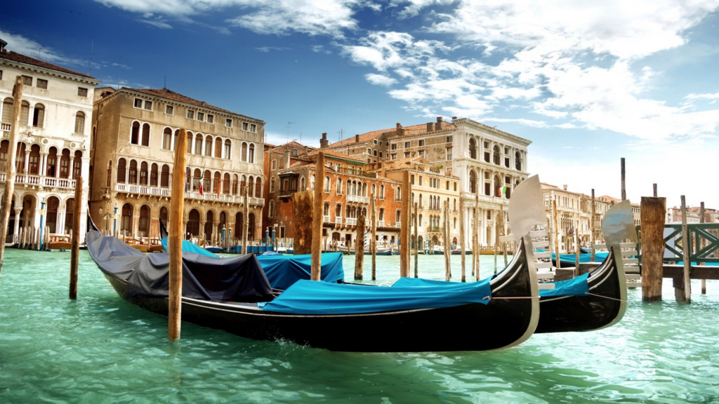 Venice_Canal_Grande_Venice_Italy_the_Grand_Canal_gondolas_water_green_sea_architecture_sky_clouds_boats_buildings_2560x1600_1920x1080.jpg