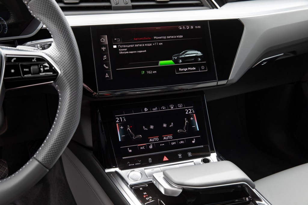 Audi_E-tron_interior_preview-95.jpg