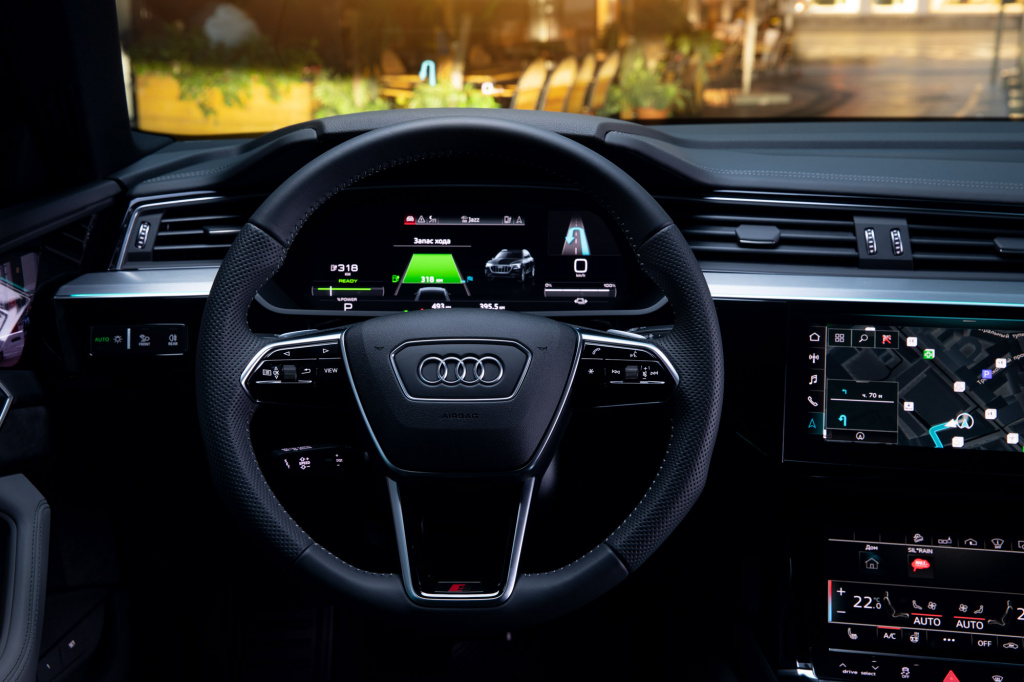 Audi_E-tron_interior_preview-54.jpg