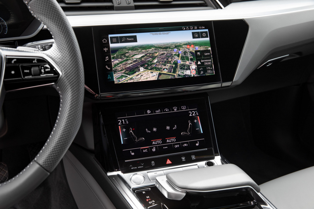Audi_E-tron_interior_preview-93.jpg