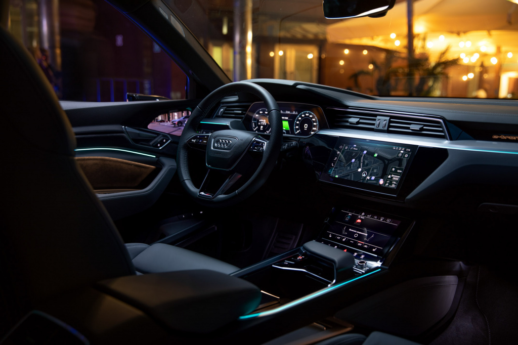Audi_E-tron_interior_preview-55.jpg